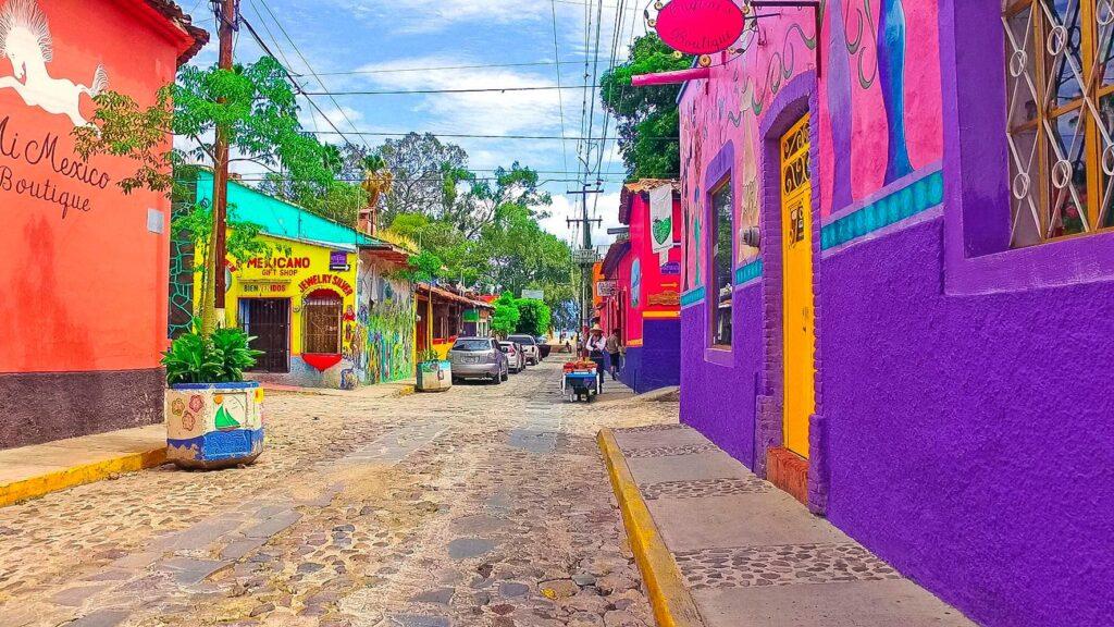 CALLES EMPEDRADAS DE AJIJIC - Ajijic Pueblo Mágico